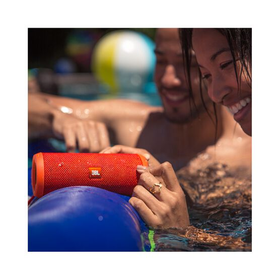 JBL Flip 3 - Red - Splashproof portable Bluetooth speaker with powerful sound and speakerphone technology - Detailshot 6